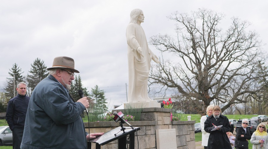resurrection_statue_dedication