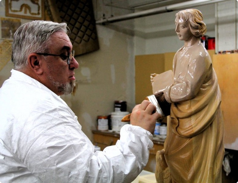hrd wood statue finishing.JPG Optimized